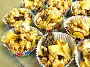 Caramel Apple Popcorn #Recipe #HolidayTips
