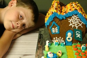 Tailgait Gingerbread Halloween Haunted House #Tutorial #Recipe #Kentucky