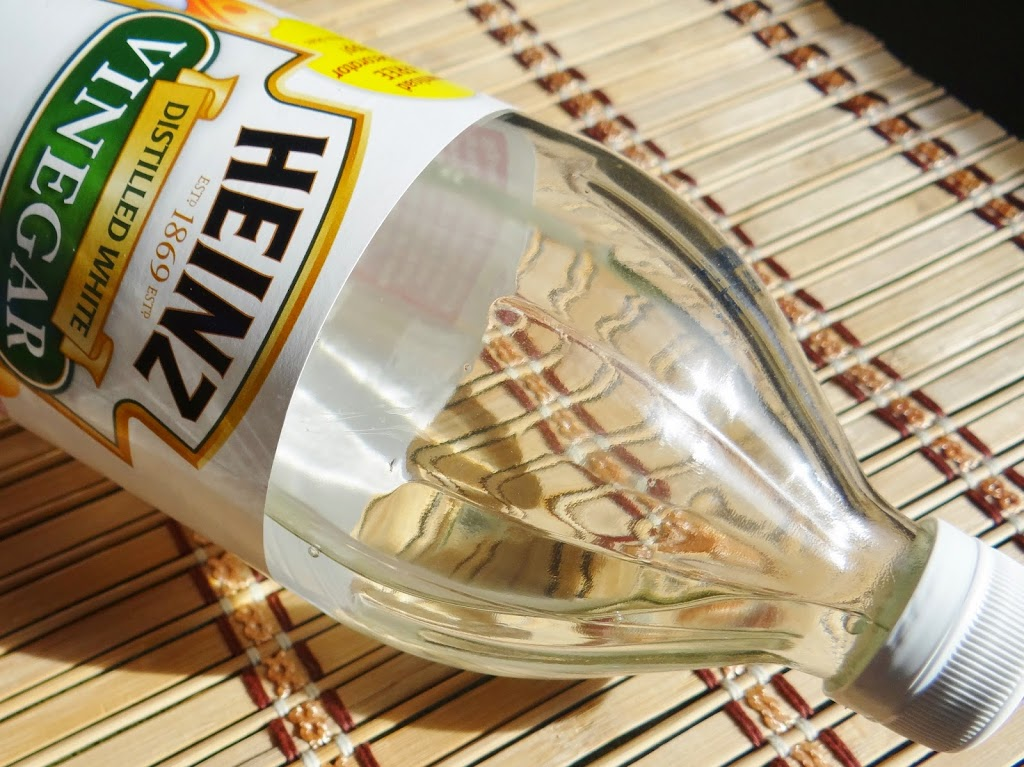9 Ways to Green Your Home Cleaning With Vinegar #DIY