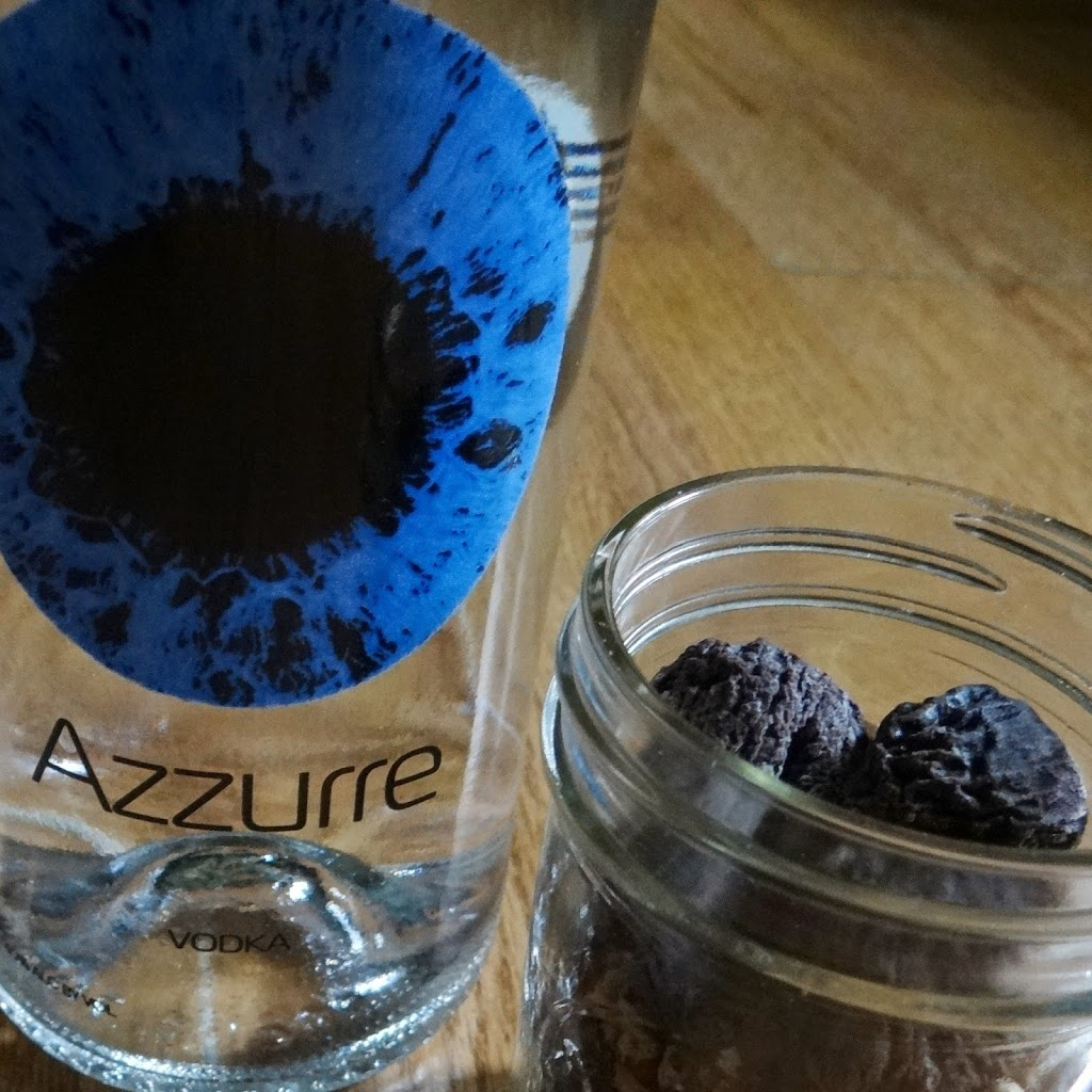 Black Walnut and Fig Infused Vodka | How to Infuse Your Own Vodka with Azzurre