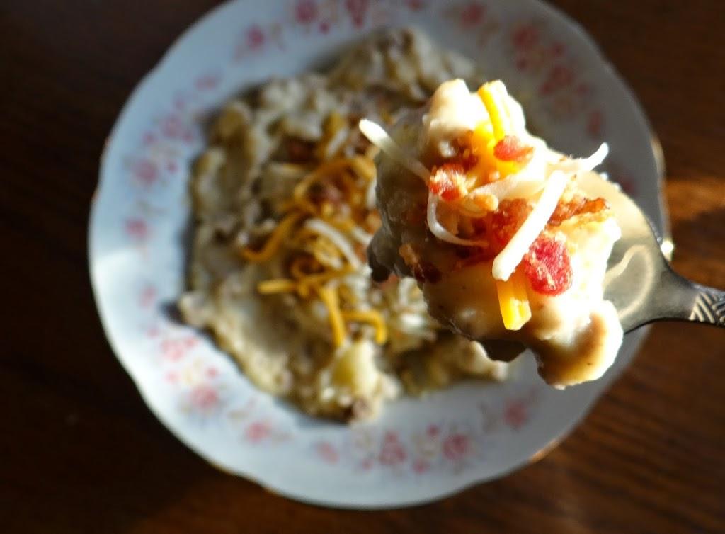 Hearty Cheeseburger Potato Soup #Recipe