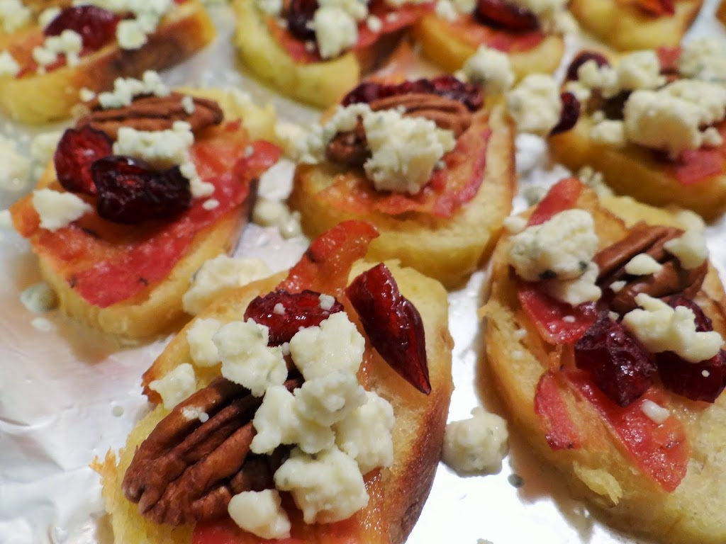 Cranberry Bacon Pecan Crostini with Gorgonzola Appetizer #Recipe | Holidays Made Happier with ALDI