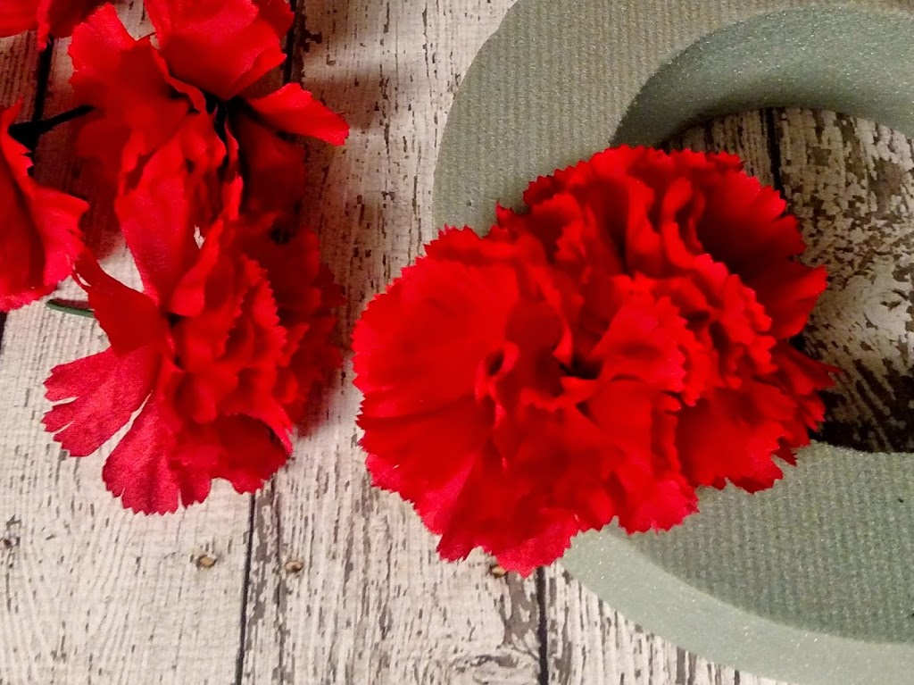 Dollar Tree Crafts: Valentines Day Carnation Wreath