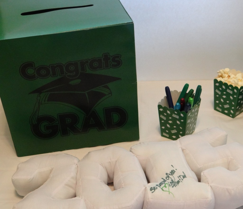 How to Assemble a First-Class Graduation Party Guest Table #orientaltrading