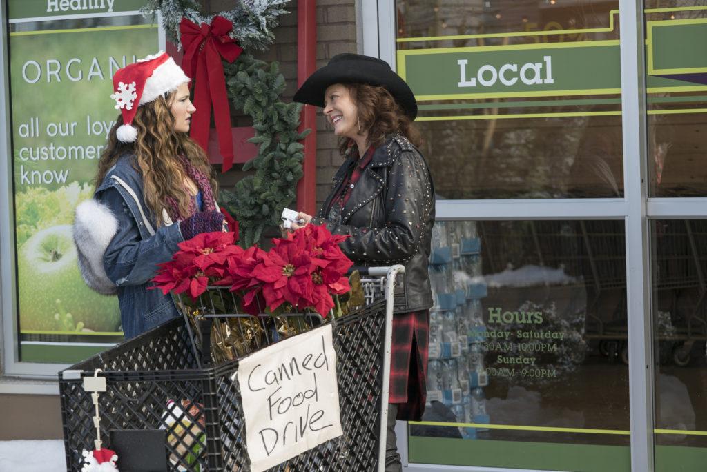 A Bad Moms Christmas chat with Susan Sarandon and Cheryl Hines