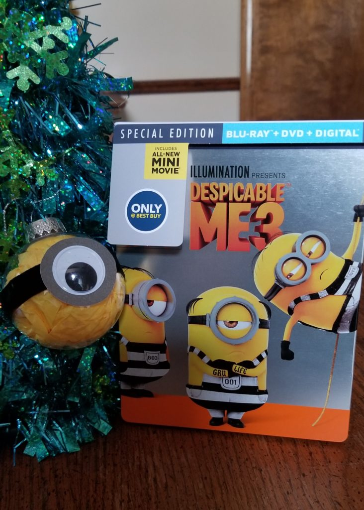 Quick and Easy Minion Ornaments and Wreath Crafts