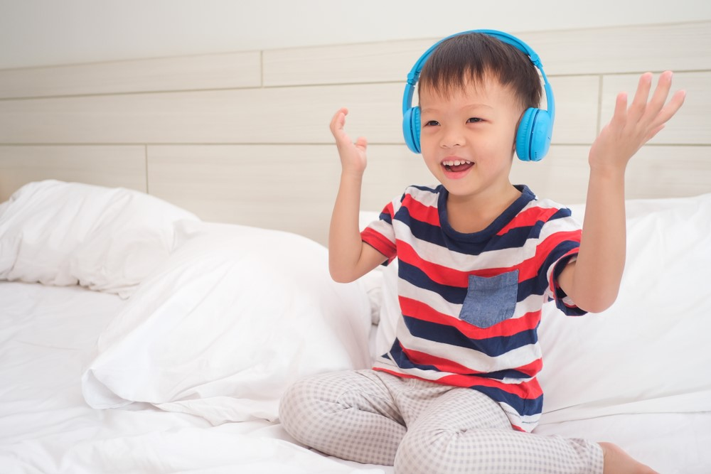 7 Creative Ways to Keep Your Toddler Busy Indoors